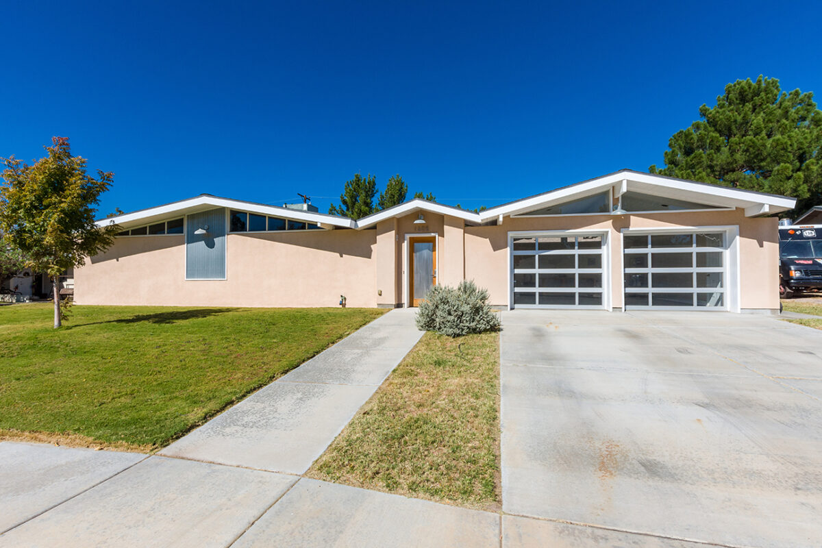 1605 Country Club Circle, Las Cruces, NM 88001